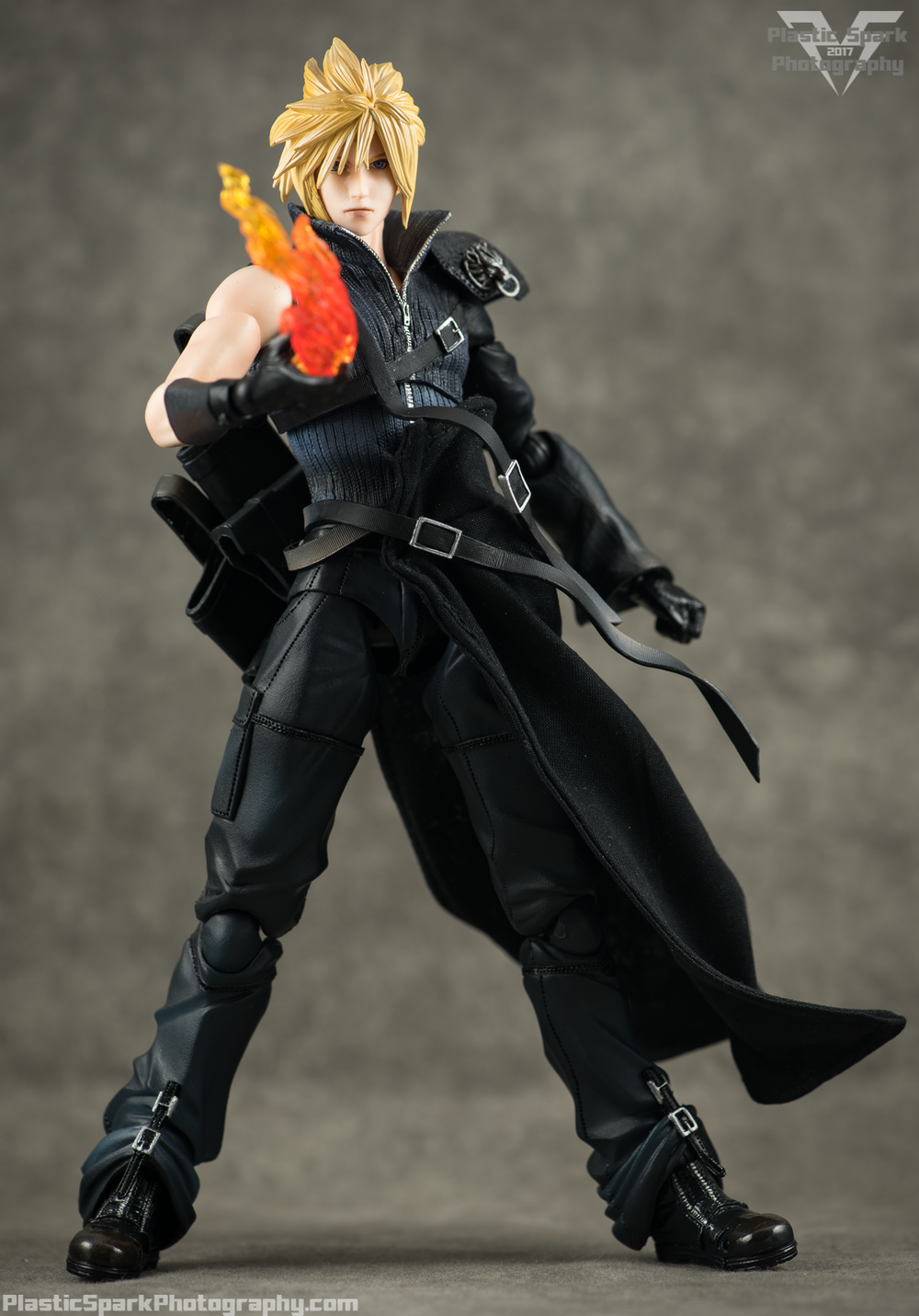 Play-Arts-Kai---Advent-Children-Cloud-(12-of-25).png