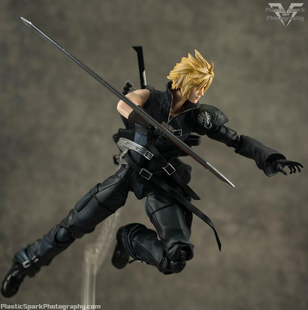 Play-Arts-Kai---Advent-Children-Cloud-(18-of-25).png