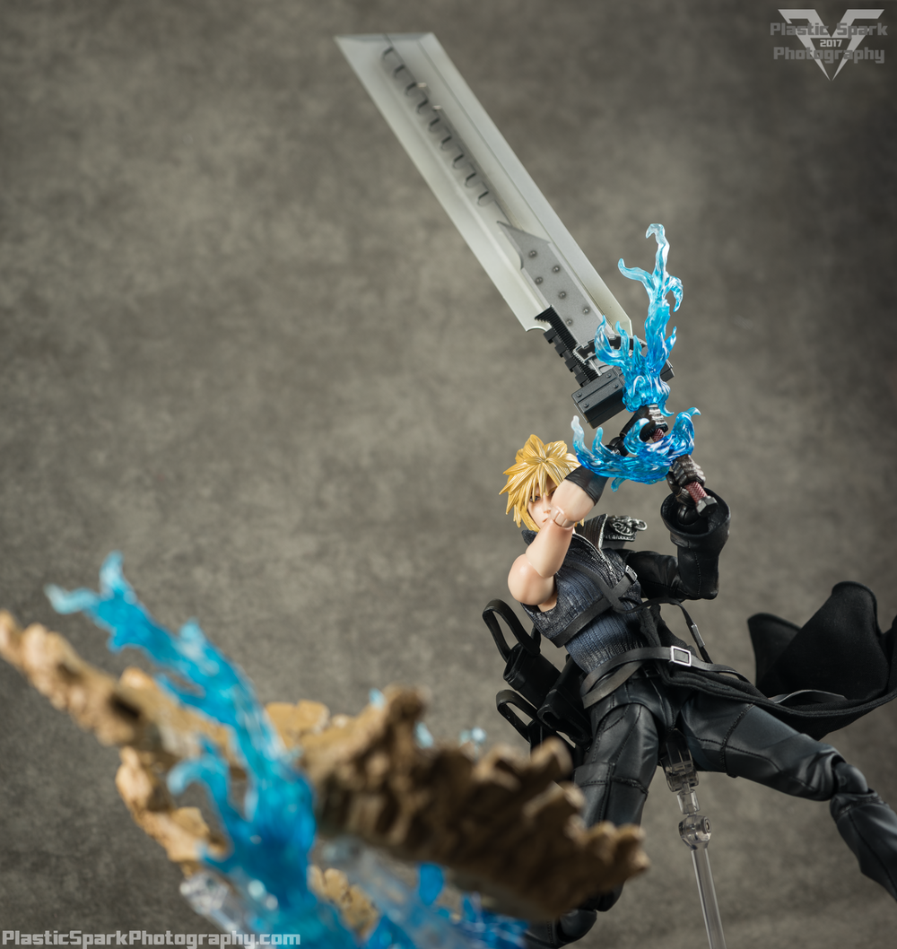 Play-Arts-Kai---Advent-Children-Cloud-(20-of-25).png