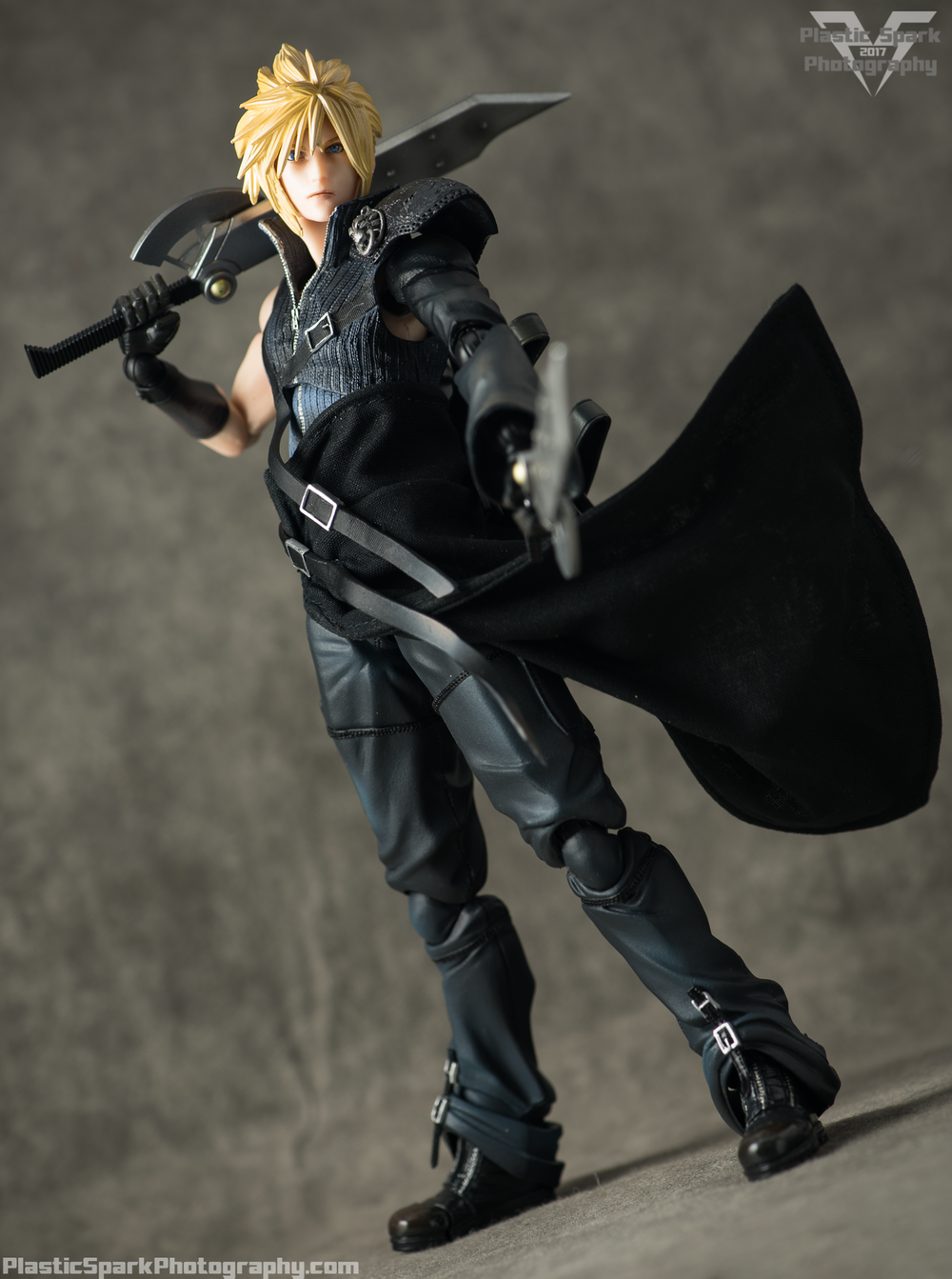 Play-Arts-Kai---Advent-Children-Cloud-(23-of-25).png