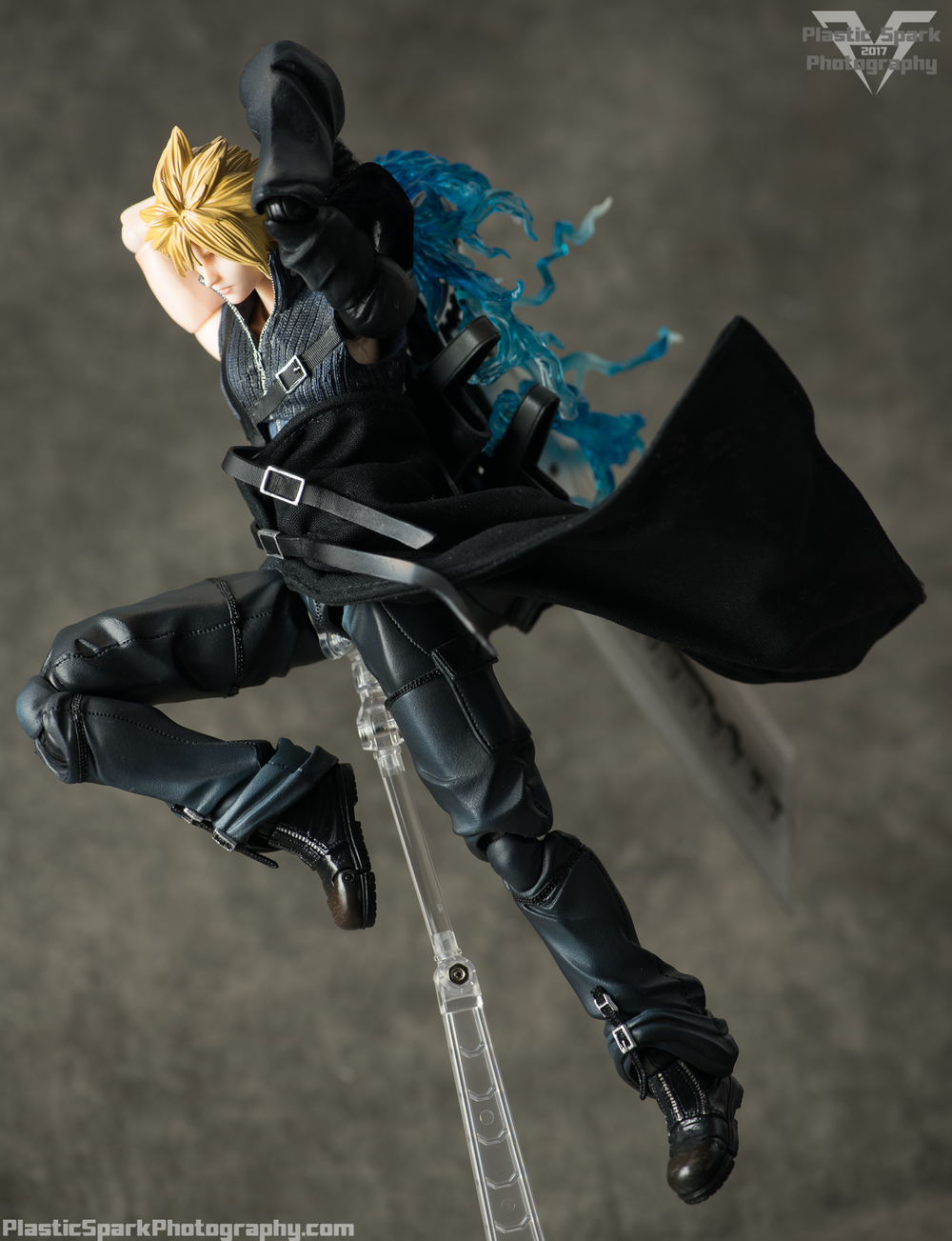 Play-Arts-Kai---Advent-Children-Cloud-(24-of-25).png