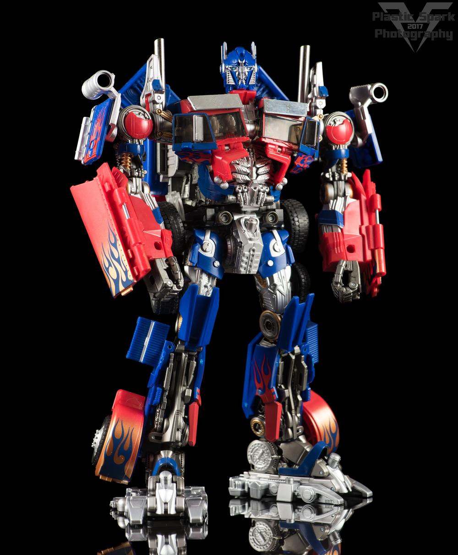 Copy of Striker-Hybrid-Optimus-Prime-001.png
