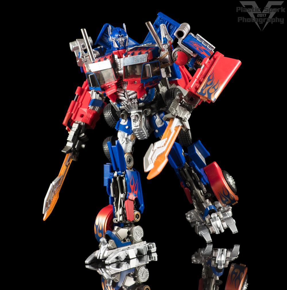 Copy of Striker-Hybrid-Optimus-Prime-003.png
