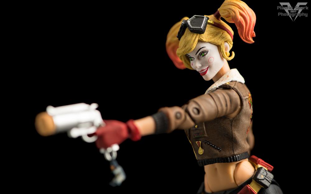 Bombshell-Harley-Quinn-(8-of-12).png