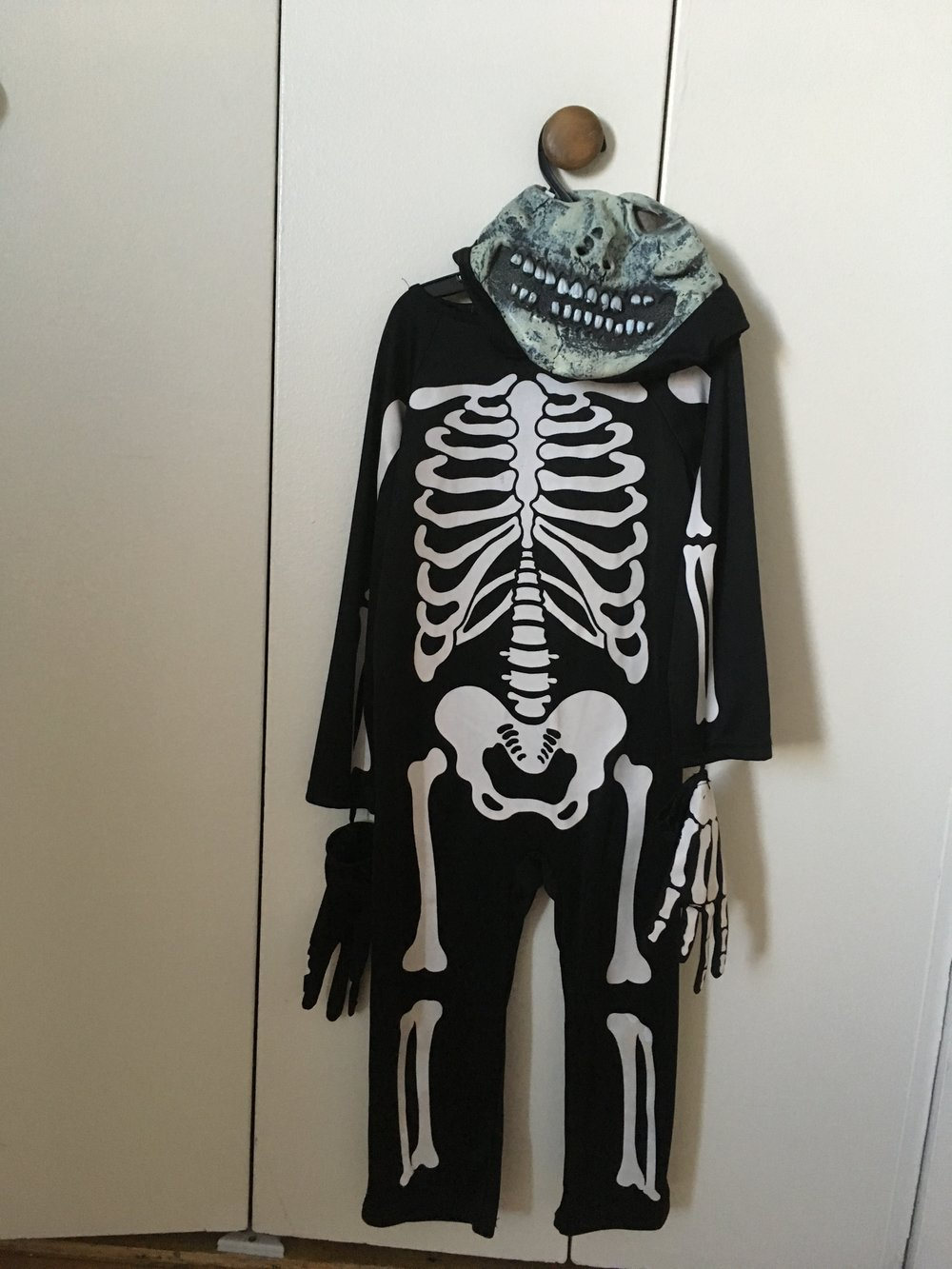 Skeleton Costume 7 yo $10