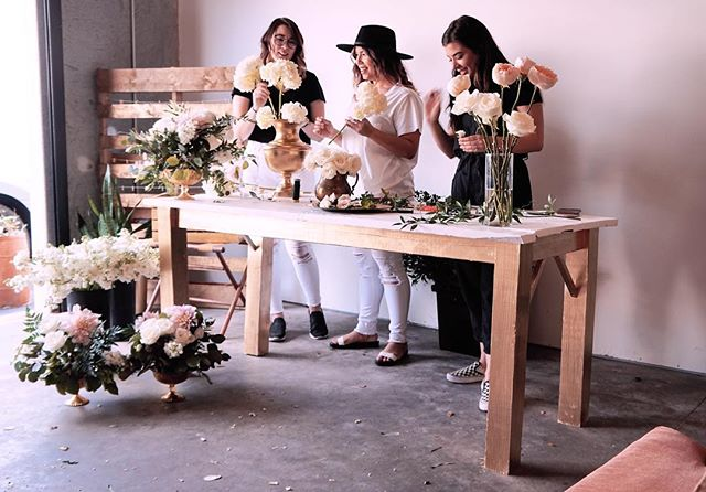 Teamwork is key in bringing a couple's floral dream to life 👯♀️💐 A little #bts of our fab floral team making magic happen for this weekends #wedding 📸 @peterpratts
