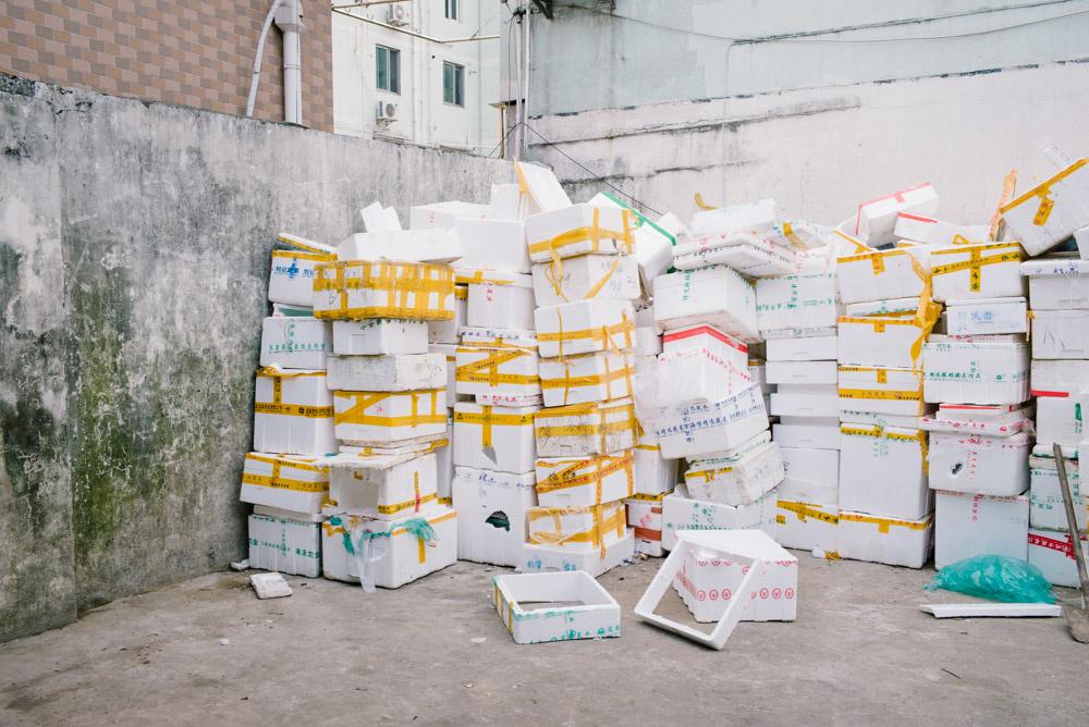 上海どんづまりシリーズ:市場みたいなところの奥を抜けたところ。