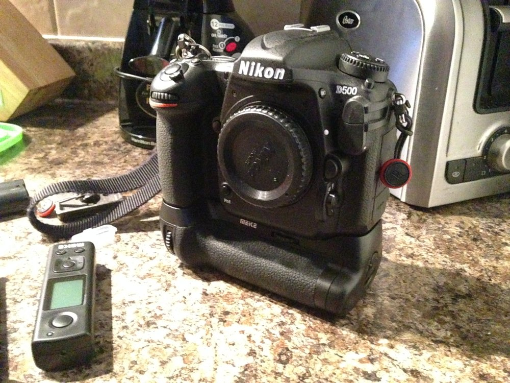 Mounted on the camera the grip looks great. It feels very solid too and all the controls work as they should. The only thing I will have to look out for is this grip is not as weather sealed as the actual Nikon ones but again for the price I am super happy.  Thanks JAG