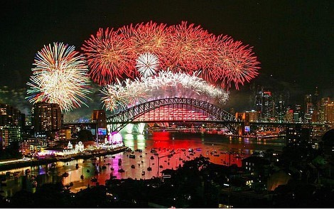 2019 chegou!!! Yay!!!! Hora de escrever num pedaço de papel (ou no notes do seu telefone) quais são as suas resoluções para o ano novo e correr atrás de cada uma delas. Feliz Ano Novo gente! Esteja você em Sydney, Melbourne, Brisbane, Perth ou no Brasil. #partiuanonovo 👏🏾😊👍🏽 🎇 #360degree #newyear #resolutions #intercambio #morarfora #sabatico #australia