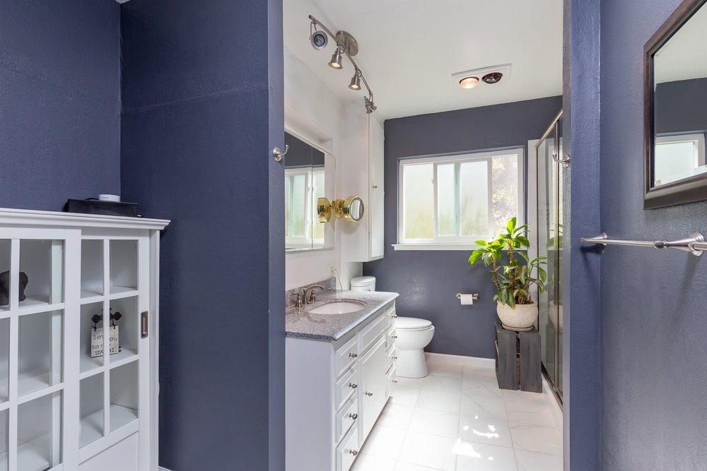 006_Bathroom .jpg