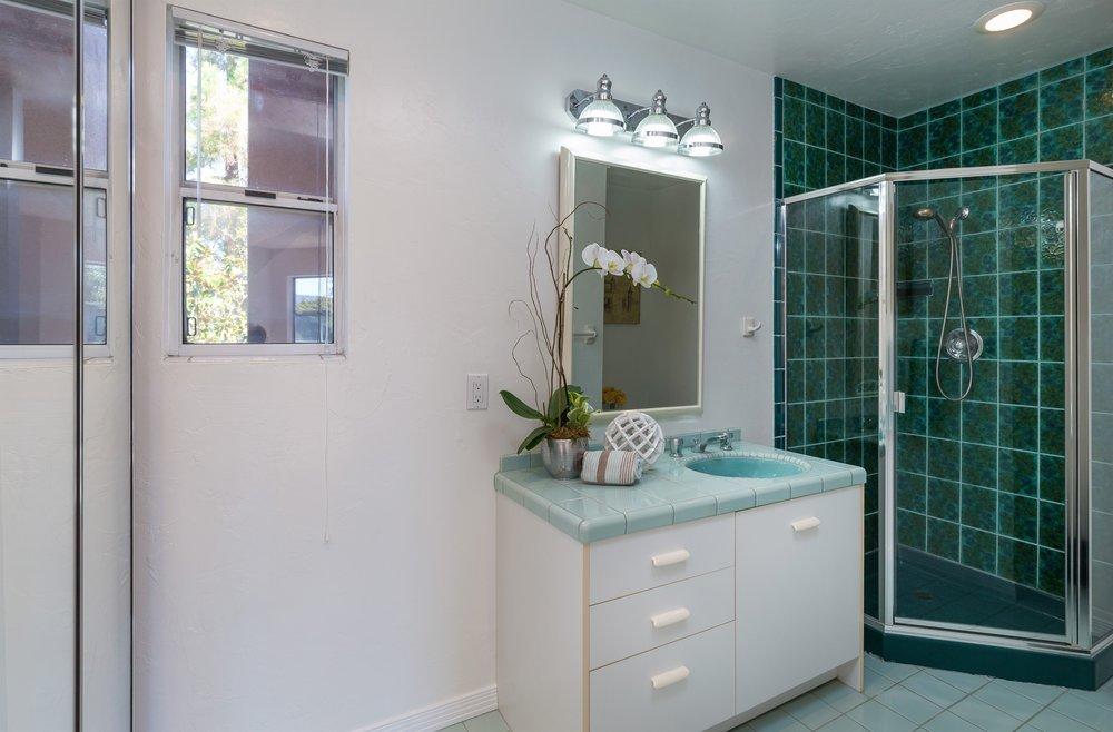 018_Bathroom 2 (1).jpg