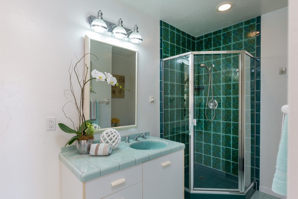 019_Bathroom 2 (2).jpg