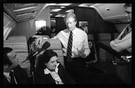 Reporter Helen Thomas speaks with President Jimmy Carter