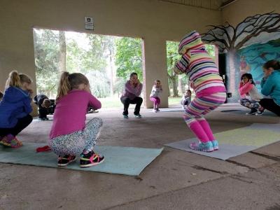 yoga kidsczmp.jpg