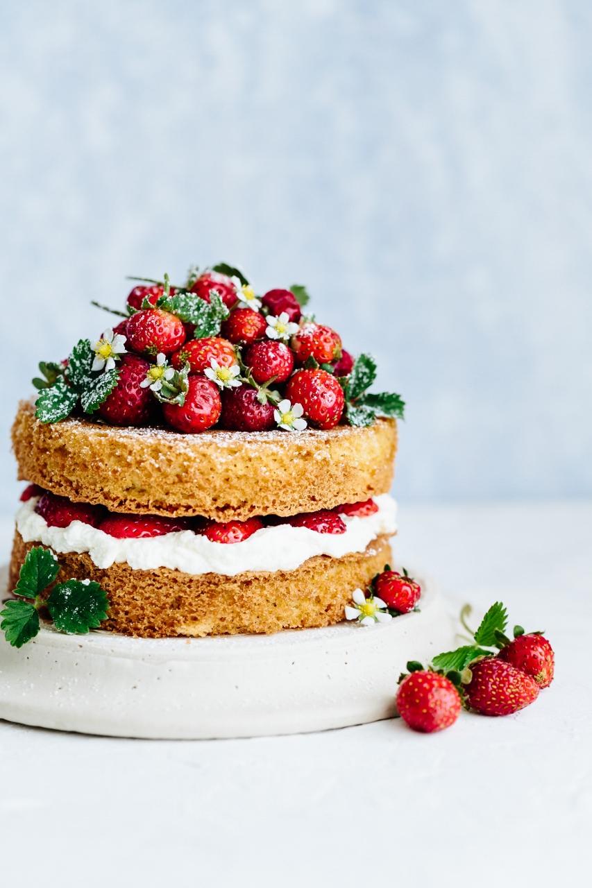 Strawberry elderflower cake Vy Tran (5 of 7) (853x1280).jpg