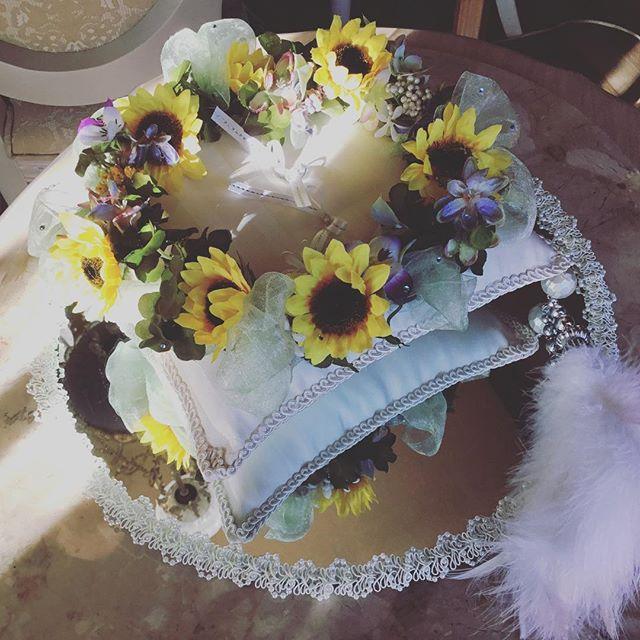 お母様の想いの詰まった リングピローです。 #アーティフィシャル #プリザーブド #フラワー #ウエディング #ブーケ #ブートニア #結婚式 # ハーバリウム #植物 #オーダーメイド #ダズンローゼ #インテリア #artificial #wedding #flower #grass #order # plant #bouquet #bootonia #preserved #dozen roses #interior