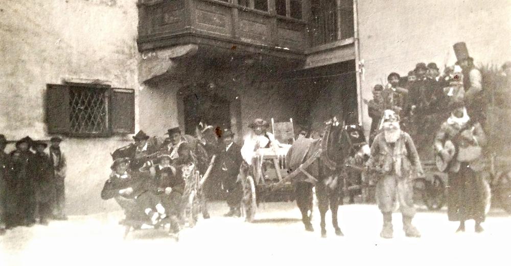 Maschggra im Ansitz von Hausmann - Stetten 1921 Carnevale nella Residenza Hausmann - Stetten 1921