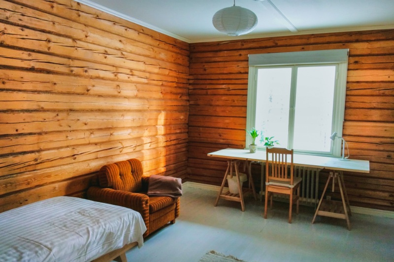 BEDROOMS - Bedroom 1: 13,5 m² 300 € per monthBedroom 2: 17 m² 350 € per monthBedroom 3: 21 m² 400 € per monthBesides basic equipment, each room has a working desk. Our beds and mattresses are of high quality and 100% natural materials. The common spaces of the residency include kitchen, bathrooms, winter garden, and wooden sauna. There is a wireless internet connection within the house and a washing machine is available to use. We use only organic washing products in the house.