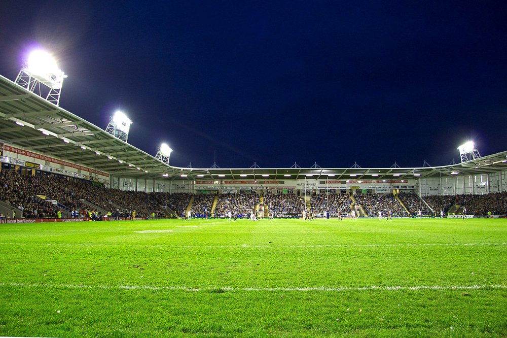 04 Full House at the Halliwell Jones.jpg