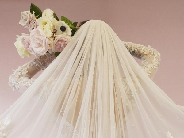 Hermione de Paula bespoke veil.  Image credit Kristin Vicari.