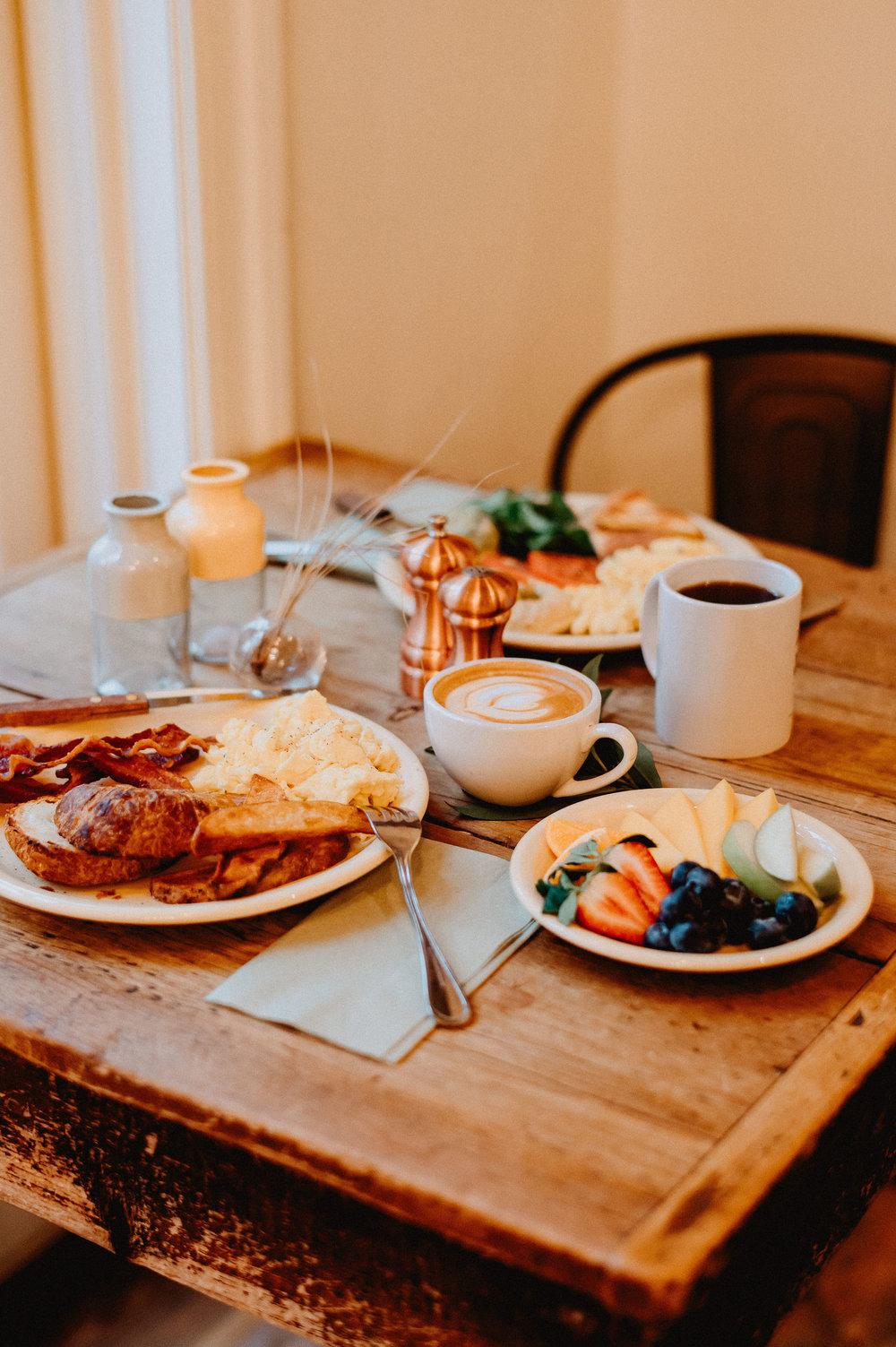 breakfasttable2.jpg