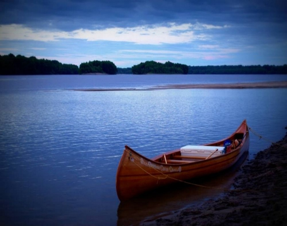 summer-weekend-canoe-by-water.jpg