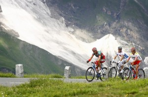 Austria's Stefan Rucker, Ukraine's Ruslan Podgornyy and Austria's Thomas Rohregger (L-R) cycle up the Grossglockner mountain during the third stage of the 60th Austrian Cycling Tour, July 9, 2008. REUTERS/Dominic Ebenbichler(AUSTRIA)