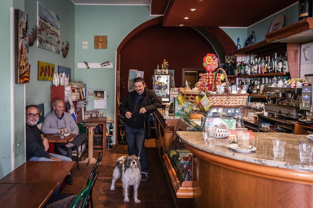 Rika Vanhove, De Morgen Magazine, Spaghetti for Amatrice, Bar Vittoria, Calascio.jpg