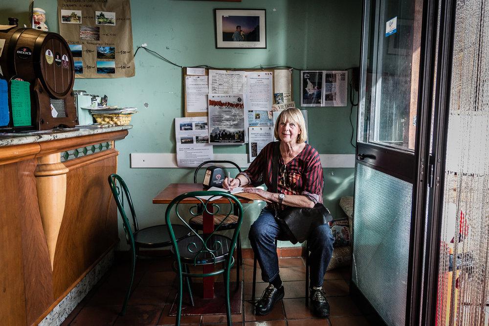 Rika Vanhove, De Morgen Magazine, Spaghetti for Amatrice, Bar Vittoria, Calascio, Agnes Goyvaerts.jpg