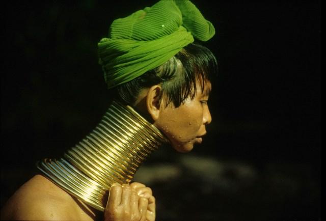 padauung woman myanmarlife.com