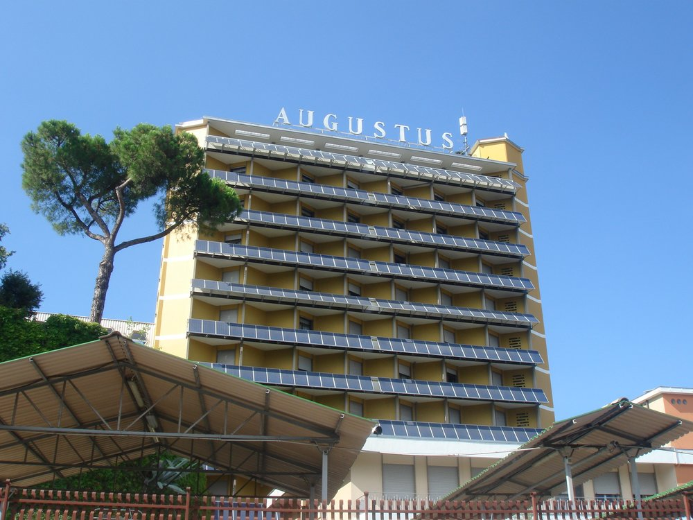 solar louvers at Hotel Augustus in Montegrotto Terme/Italy - photo by SMF