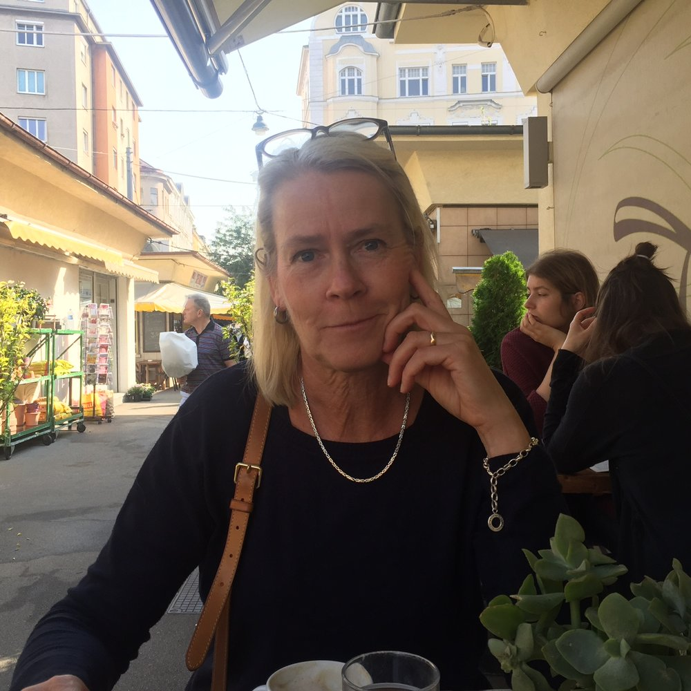 Gunnel having a coffee at Karmelitemarkt, Vienna 2016