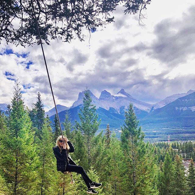 Swinging into the weekend like...🏔🇨🇦🌲 • • • #canmoreswing #alberta #travelalberta #canada #canmore #banffnationalpark #banff