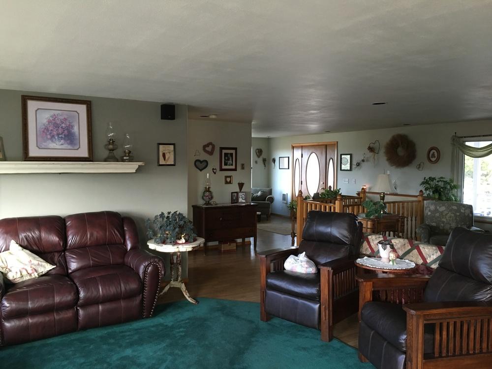 Flyer Livingroom.jpg