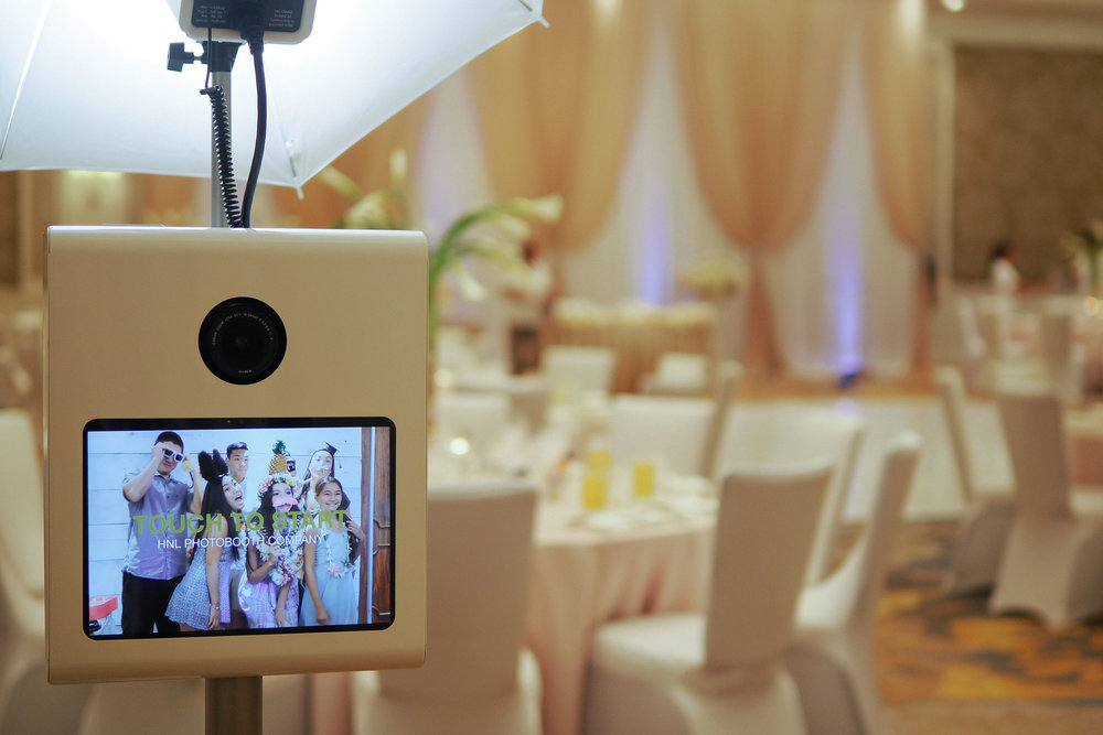 Erika and Edward Wedding Party Photobooth Four Seasons Ko Olina Oahu Hawaii (8).JPG