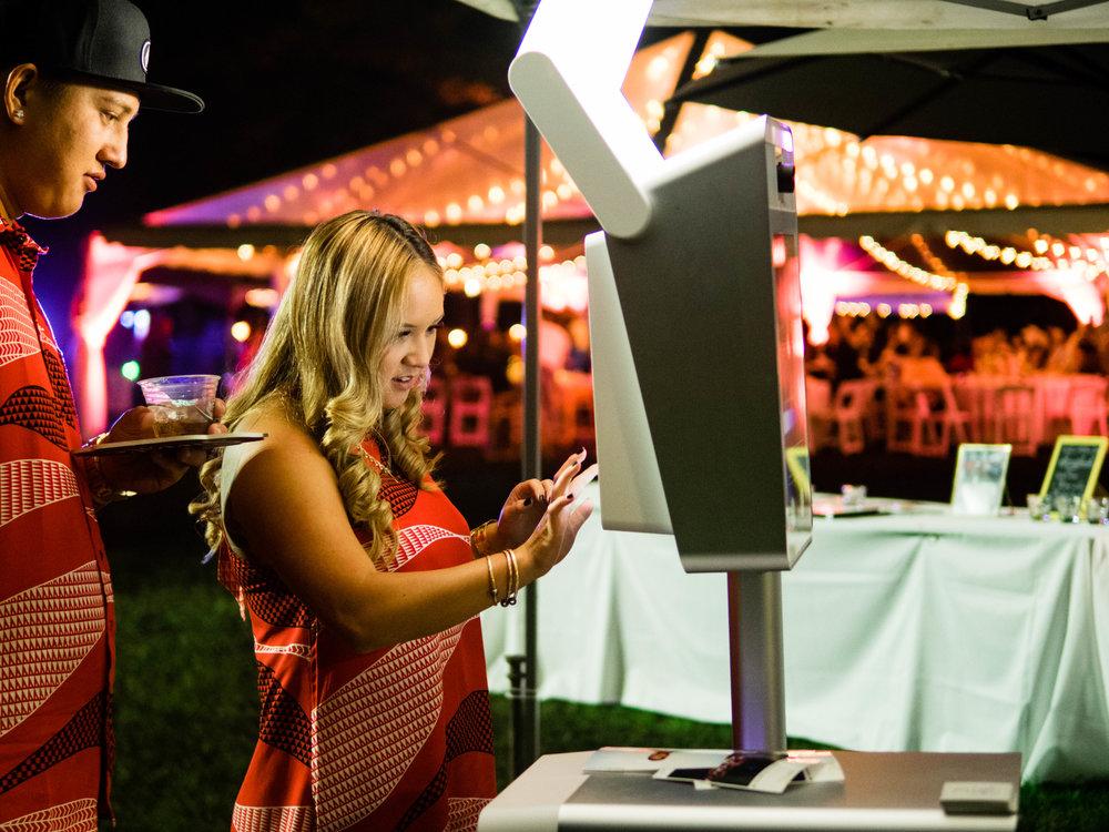 Party Photobooth Modern and Elegant on Oahu Hawaii.jpg