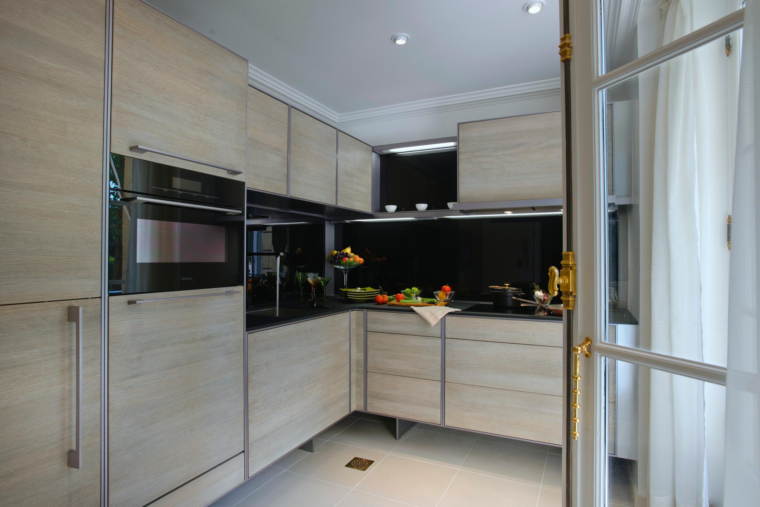 2c3dffddf214 P 7340 Kitchen by Porsche Design
