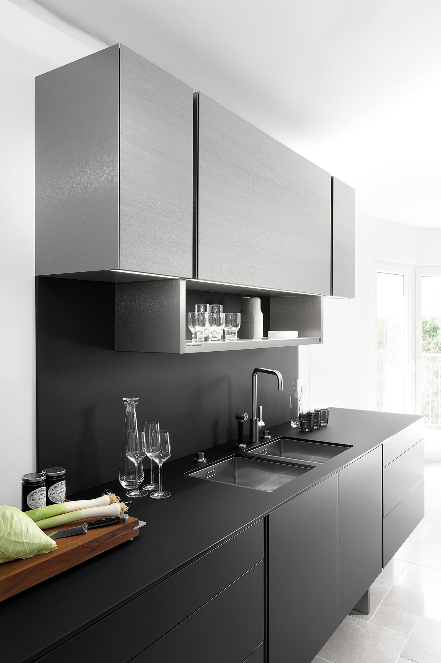 831002e16dde P 7350 Kitchen by Porsche Design