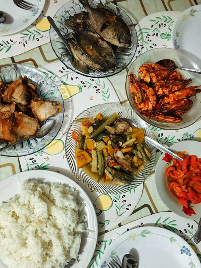 Bagnet, fried malaga, padaw, Pinakbet, and tomatoes with bagoong.