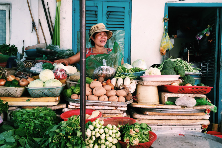 Nothing but smiles at the morning alley markets next to street food carts. It's amazing to see the abundance of produce around every corner in such a big city.