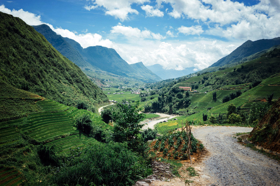 The beautiful trails leading down the valley of Sapa.