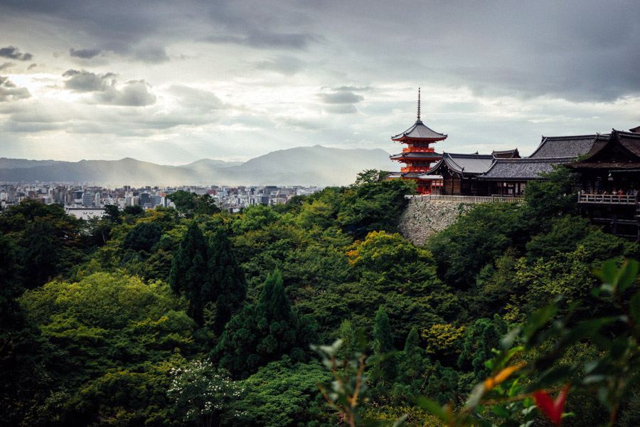 Ending the day and our time in Kyoto at the viewpoint by Kiyomizu-dera. Still so much left to explore here. We will surely be back.
