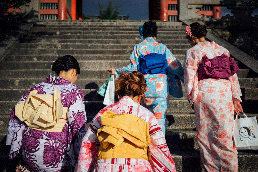 Kyoto, Japan's most beautiful city, home to thousands of Buddhist temples and Shinto shrines, and where local and foreign tourists dress in the most vibrant kimonos to tour them.