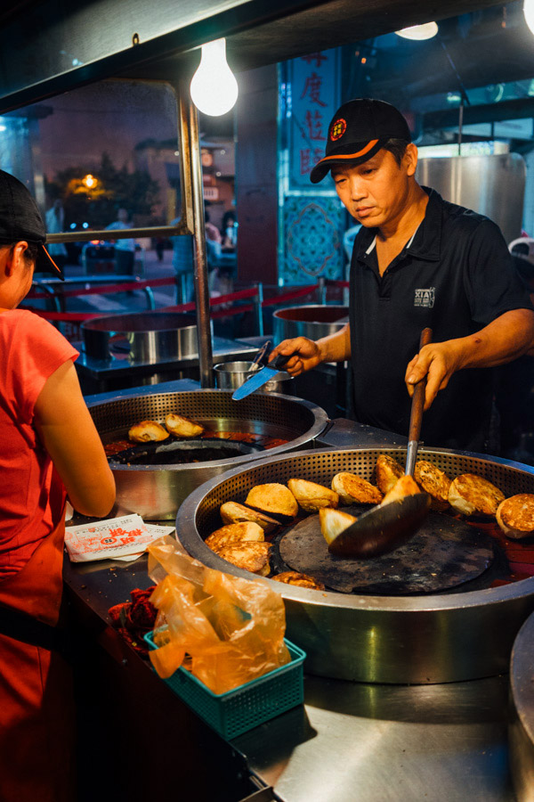 Raohe Street night market - juicy pepper pork buns