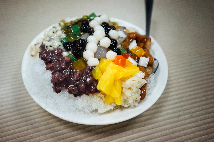 Traditional Taiwanese shaved ice dessert at 政江號傳統小吃店