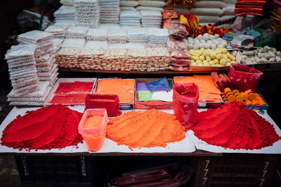 In a spiritual place like Varanasi, you can easily find colorful gulal at the markets.