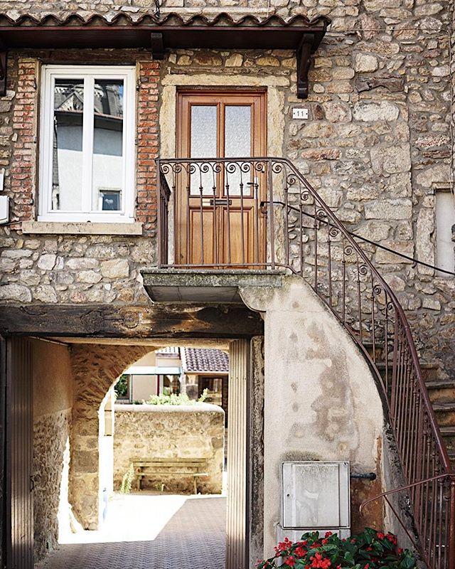 En route to the village boucherie.  #village #lyon #france #lyonnais #toplyonphoto @visitfrance #travelfrance #vscofrance #hello_france @sonyalpha #sonyimages #sonya7ii #35mm