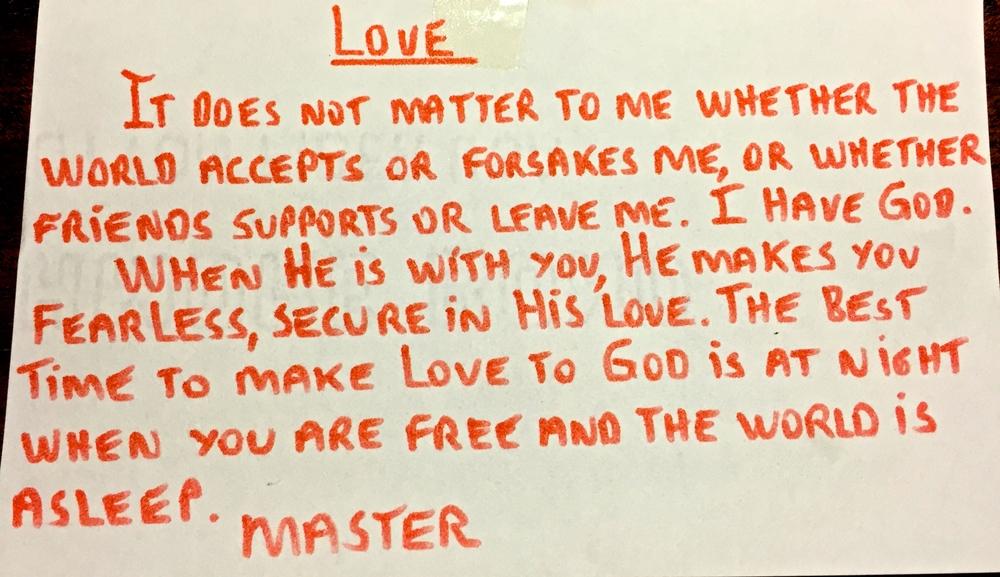Amor No importa si el mundo me acepta o me abandona, o si los amigos me apoyan o me dejan. Yo tengo a Dios. Cuando Él está contigo, eres valiente y seguro en su amor. La noche es el mejor momento para amar a Dios, pues eres libre mientras el mundo duerme. —Maestro (Paramahansa Yogananda)