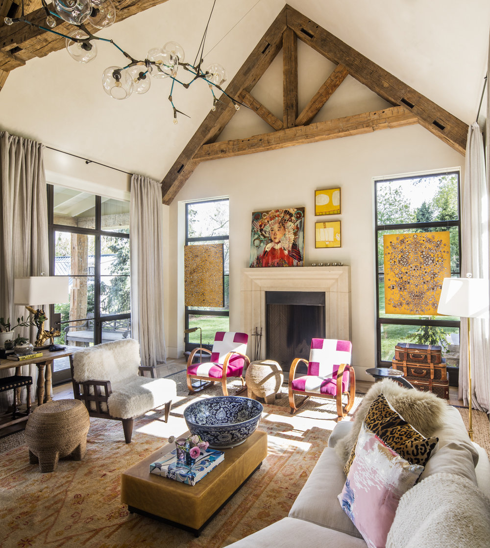 13 - Living Room.jpg