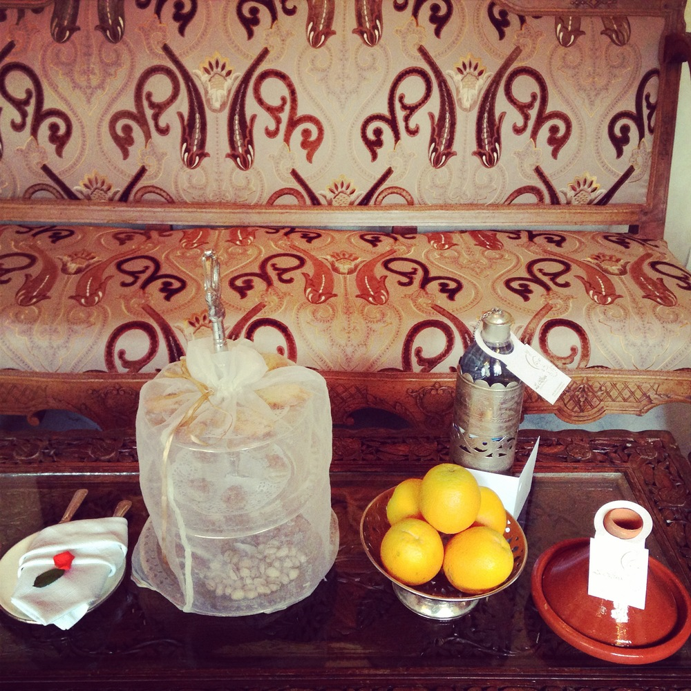 The treats which welcomed us to our room :: Photo Credit: comusetravels.com
